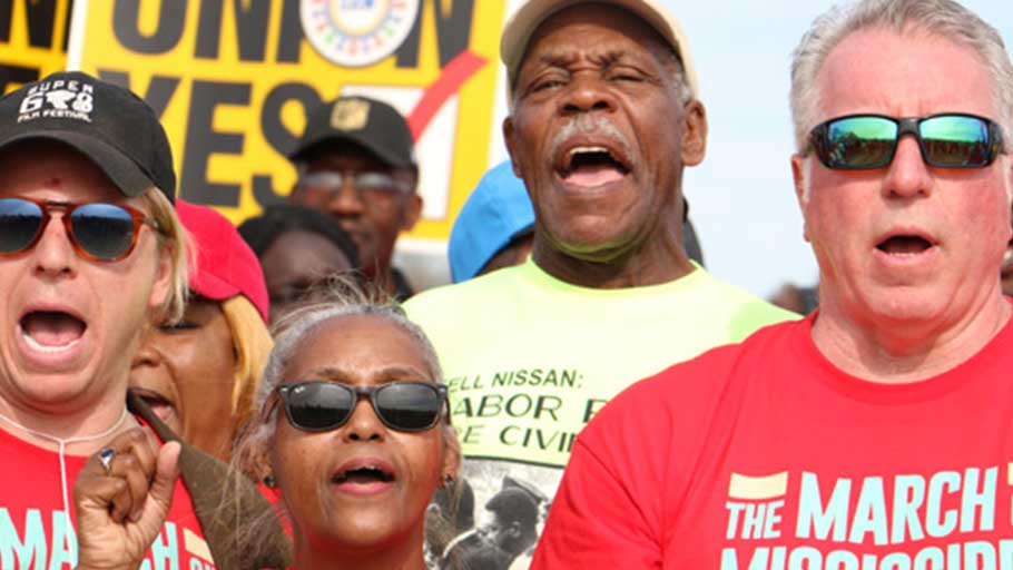 Danny Glover (center) joins Nissan workers for the March on Mississippi, March 4, 2017 (Ariel Cobbert / Daily Mississippian)