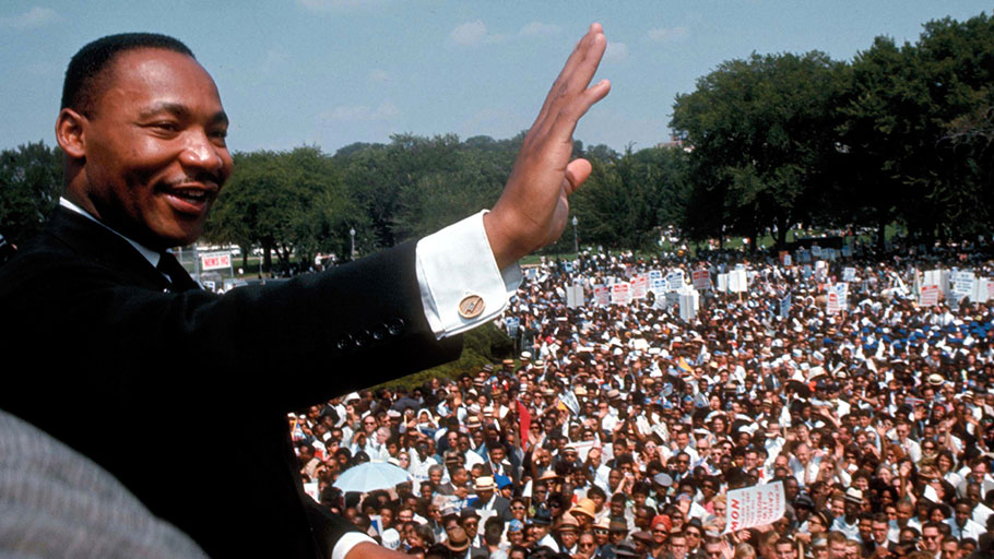 Dr. Martin Luther King, Jr. speaks at Lincoln Memorial