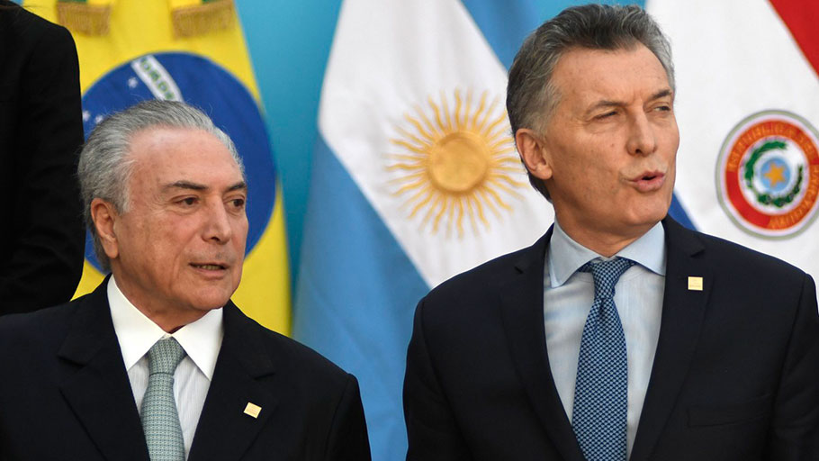 Brazilian president Michel Temer (L) and Argentine President Mauricio Macri arrive to pose for the official picture at the end of the Mercosur Summit in mendoza, 1080 km west of buenos Aires on July 21, 201