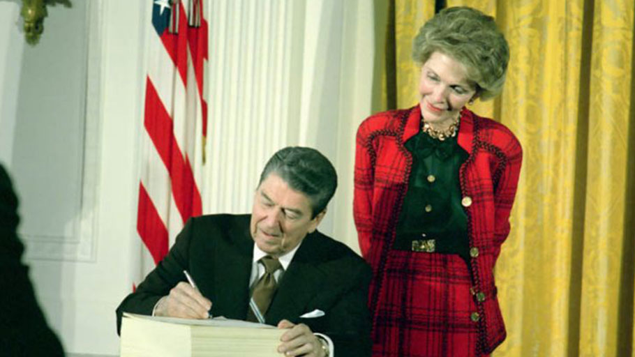 Image: Ronald Reagan, with Nancy Reagan, signing the Anti Drug Abuse Act of 1988