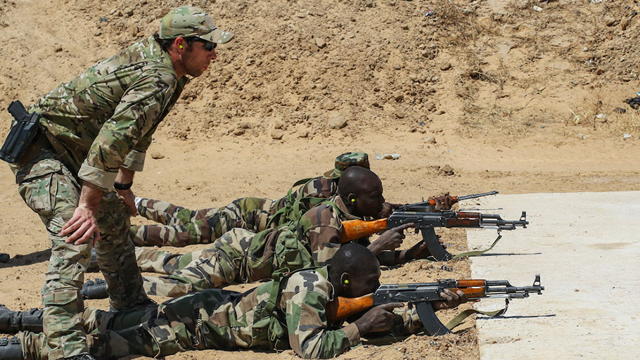 A US Army Special Forces sergeant oversees the marksmanship training of a Niger Army soldier during Exercise Flintlock 2017 in Diffa, Niger