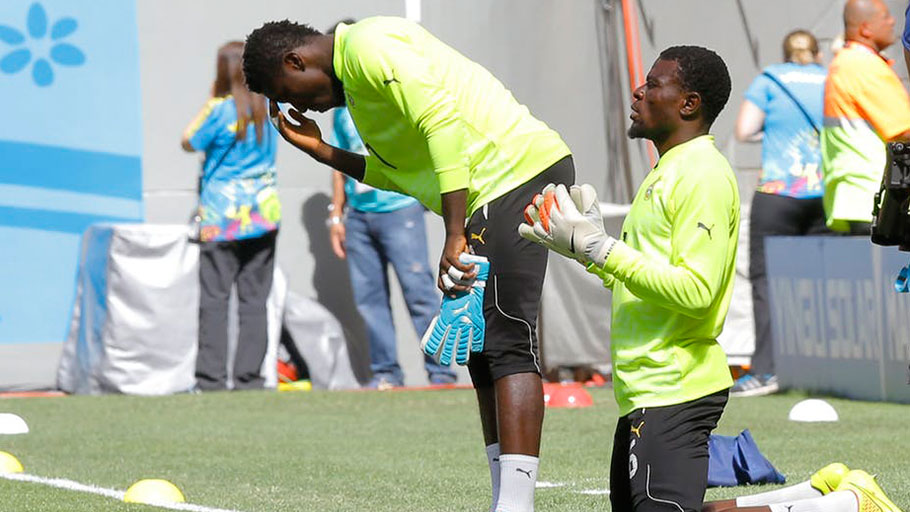 Ghana's goalkeepers, Stephen Adams (L) and Fatawu Dauda (R), pray before a 2014 World Cup match. Robert Ghement/EPA
