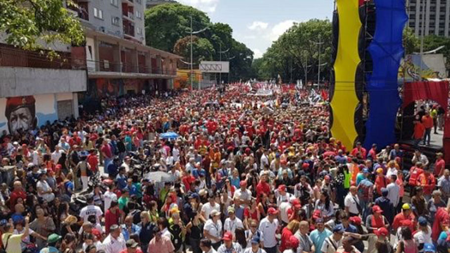 Supporters of President Maduro gather at the center of the capital Caracas in support of the president after the failed attack against him. | Photo: teleSUR