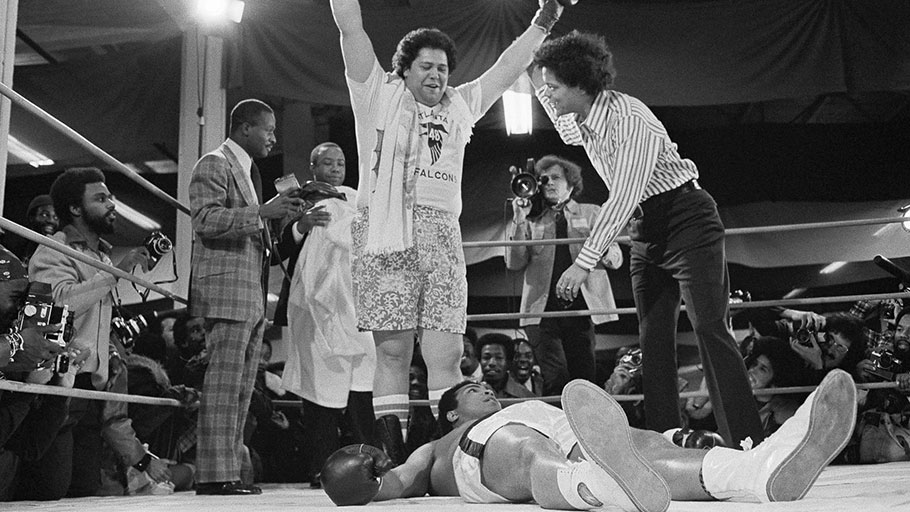Maynard Jackson knocks out Muhammed Ali (1975)