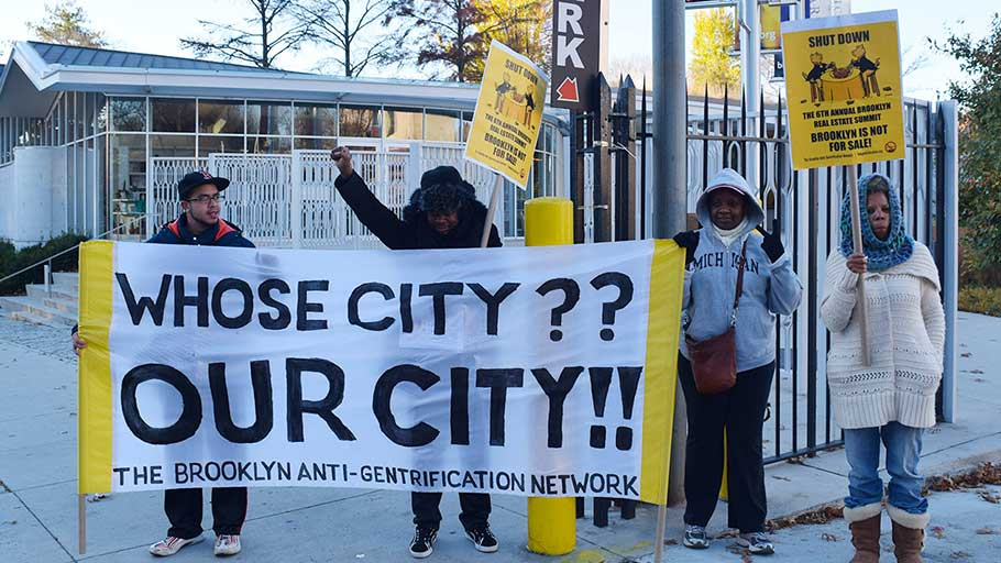 Protesters at the vehicular entrance to the Brooklyn Museum during the 2015 Brooklyn Real Estate Summit