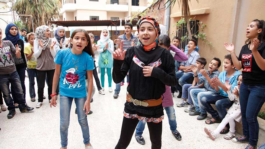 Dancing and singing to forget the pain of Syria's conflict