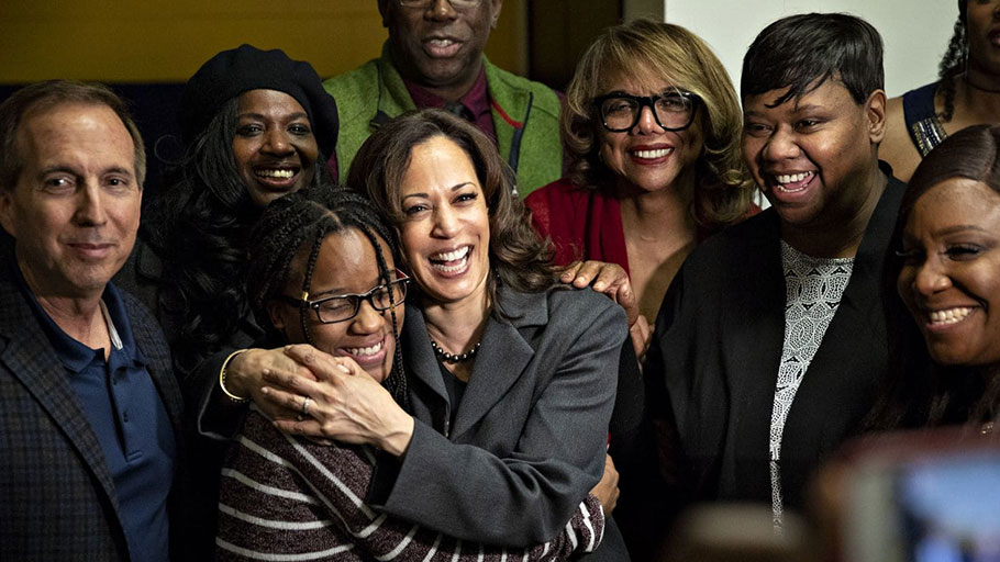 Sen. Kamala D. Harris (D-Calif.), a 2020 presidential candidate, poses for a photograph with attendees during a campaign stop in Des Moines.
