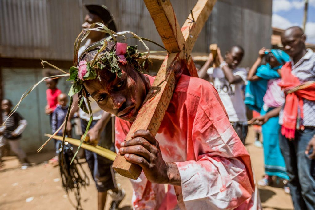 Christian-reenact-Cross-Good-Friday-Kenya-910x512