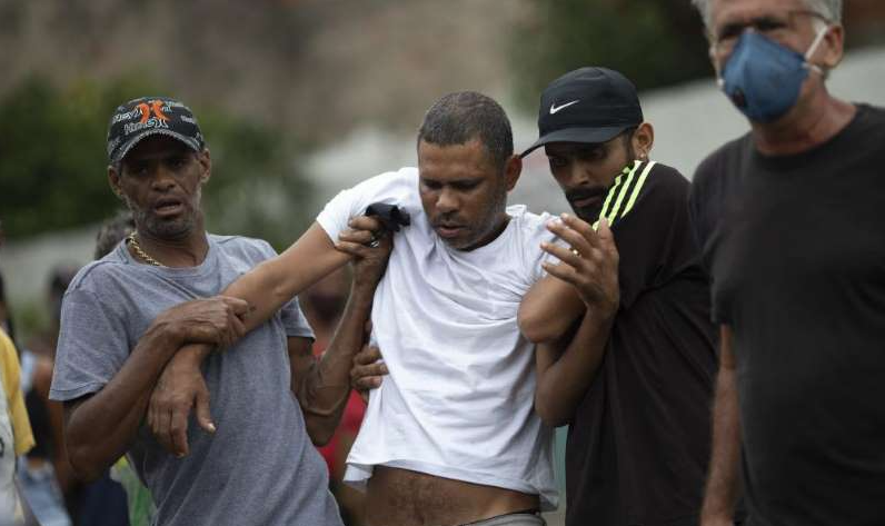 father-helped-during-burial-daughter-killed-brazil-910x512