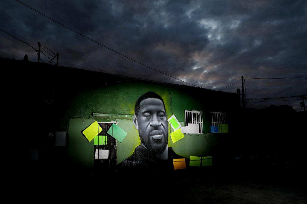 george-floyd-black-lives-matter-mural-910x512