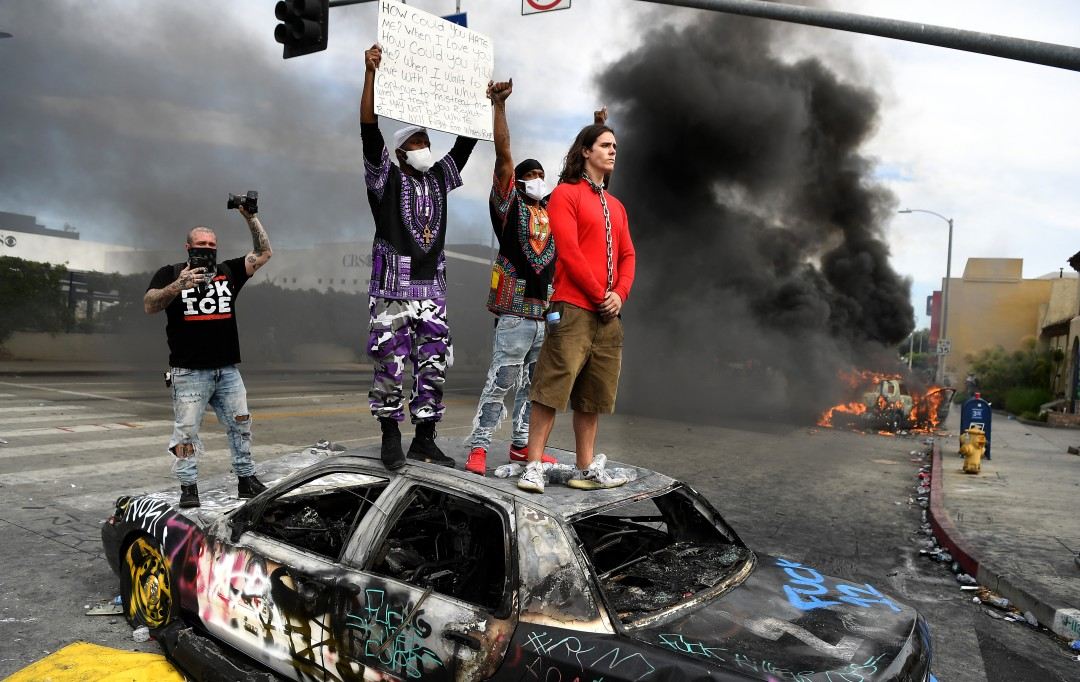 protesters-march-police-brutality-B-L-M-910x512