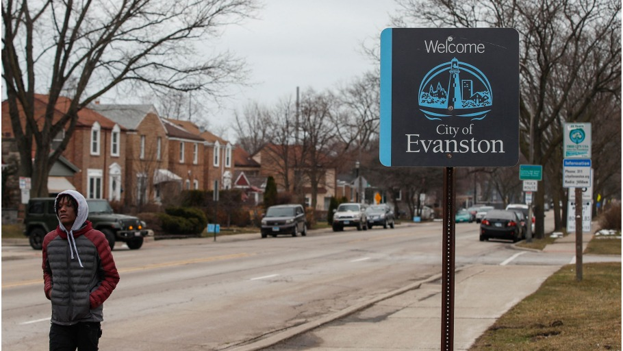evanston-illinois-reparations-hearing-910x512