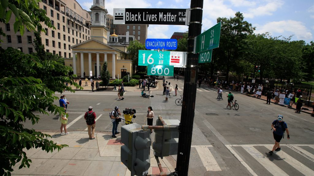 black-lives-matter-street-sign-chicago-910x512