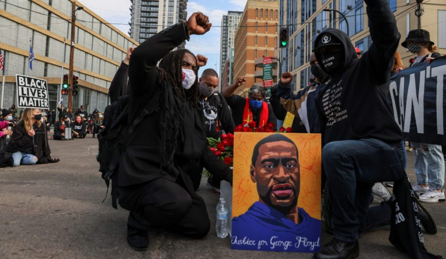 justice-for-geroge-floyd-protesters-910x512