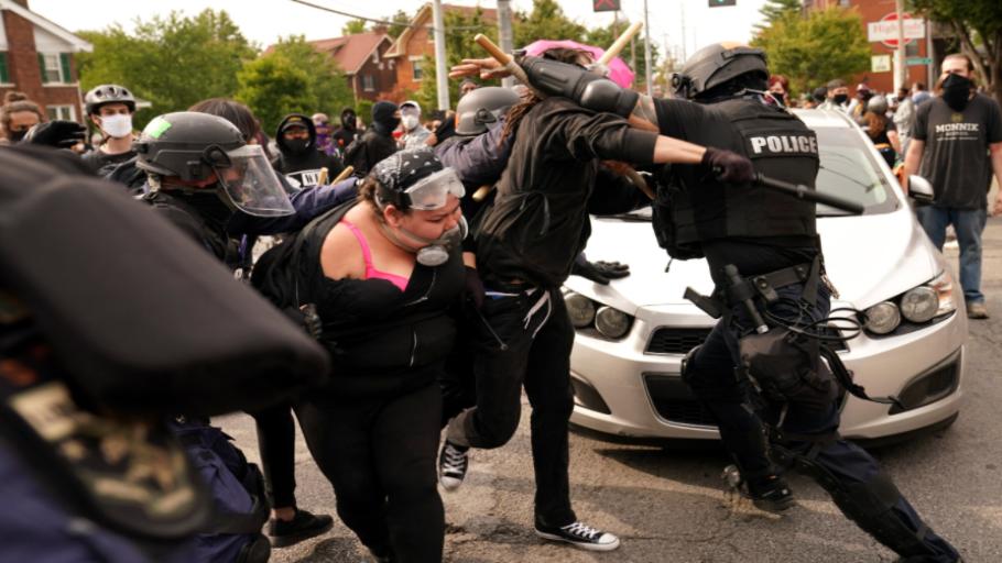protest-florida-law-enforcement-activist-910x512