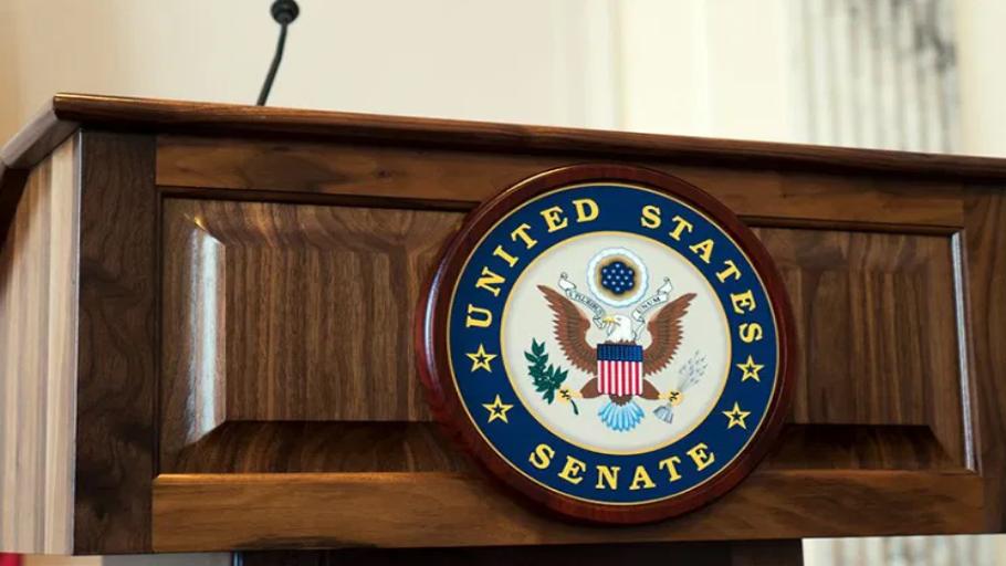 united-states-senate-podium-910x512
