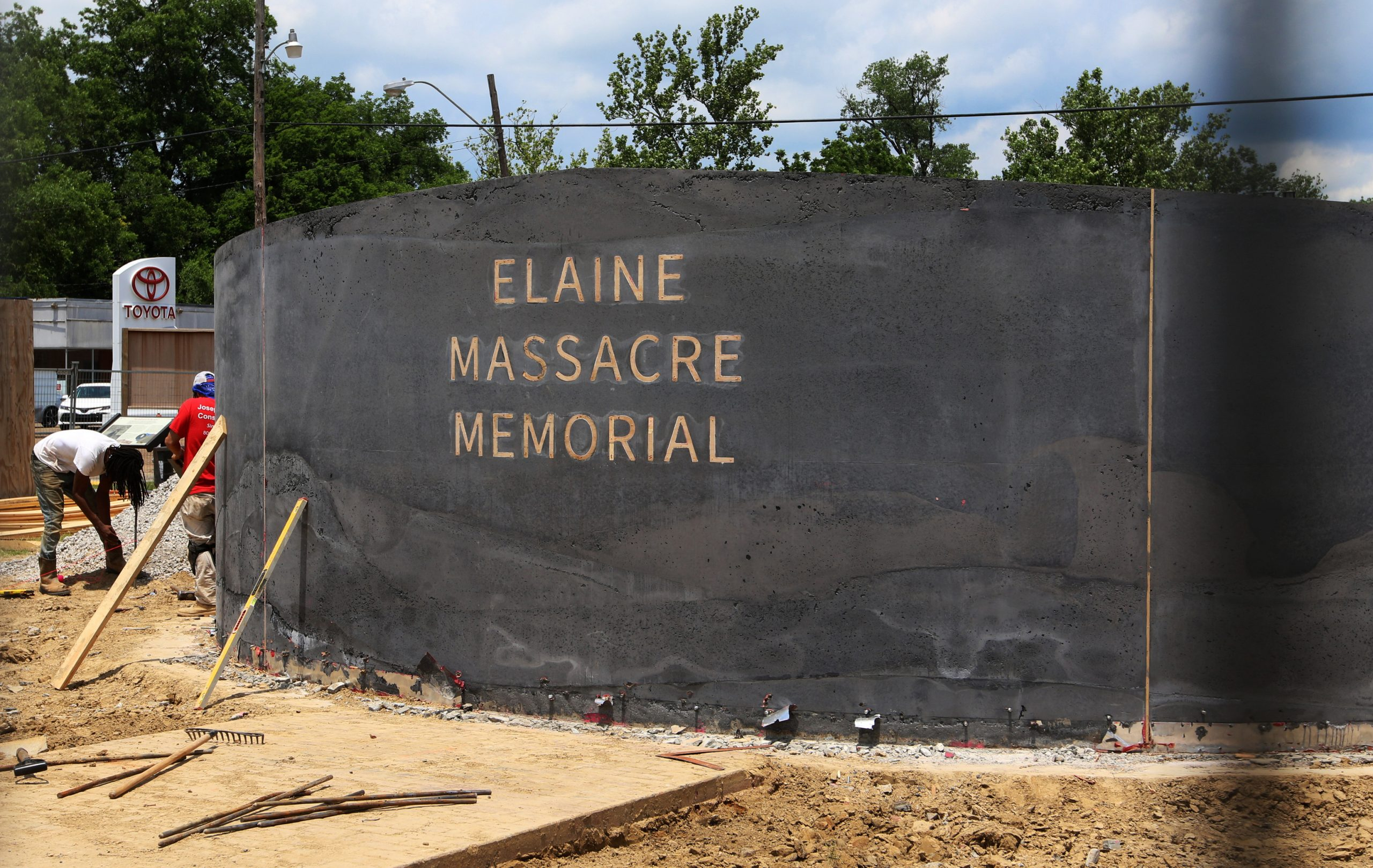 Men work in 2019 near a monument under construction honoring victims of the Elaine massacre that sits across from the Phillips County courthouse in Helena, Ark. (Noreen Nasir/AP)